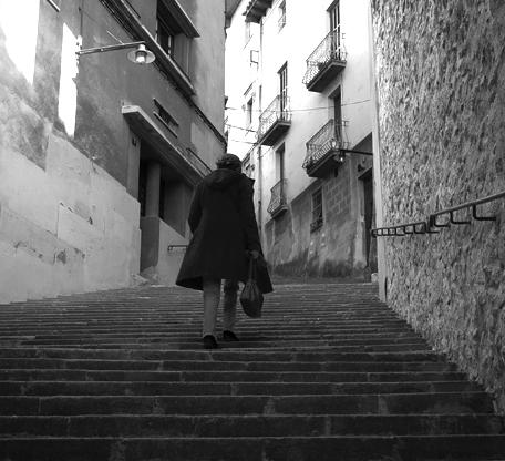 Climbing_stairs,_girona