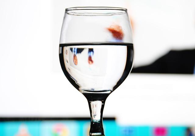 glass-332107_640