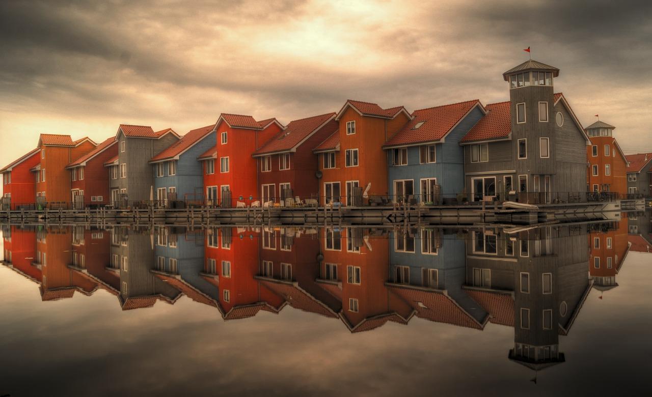 row-houses-384596_1280