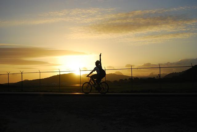 cyclist-165211_640
