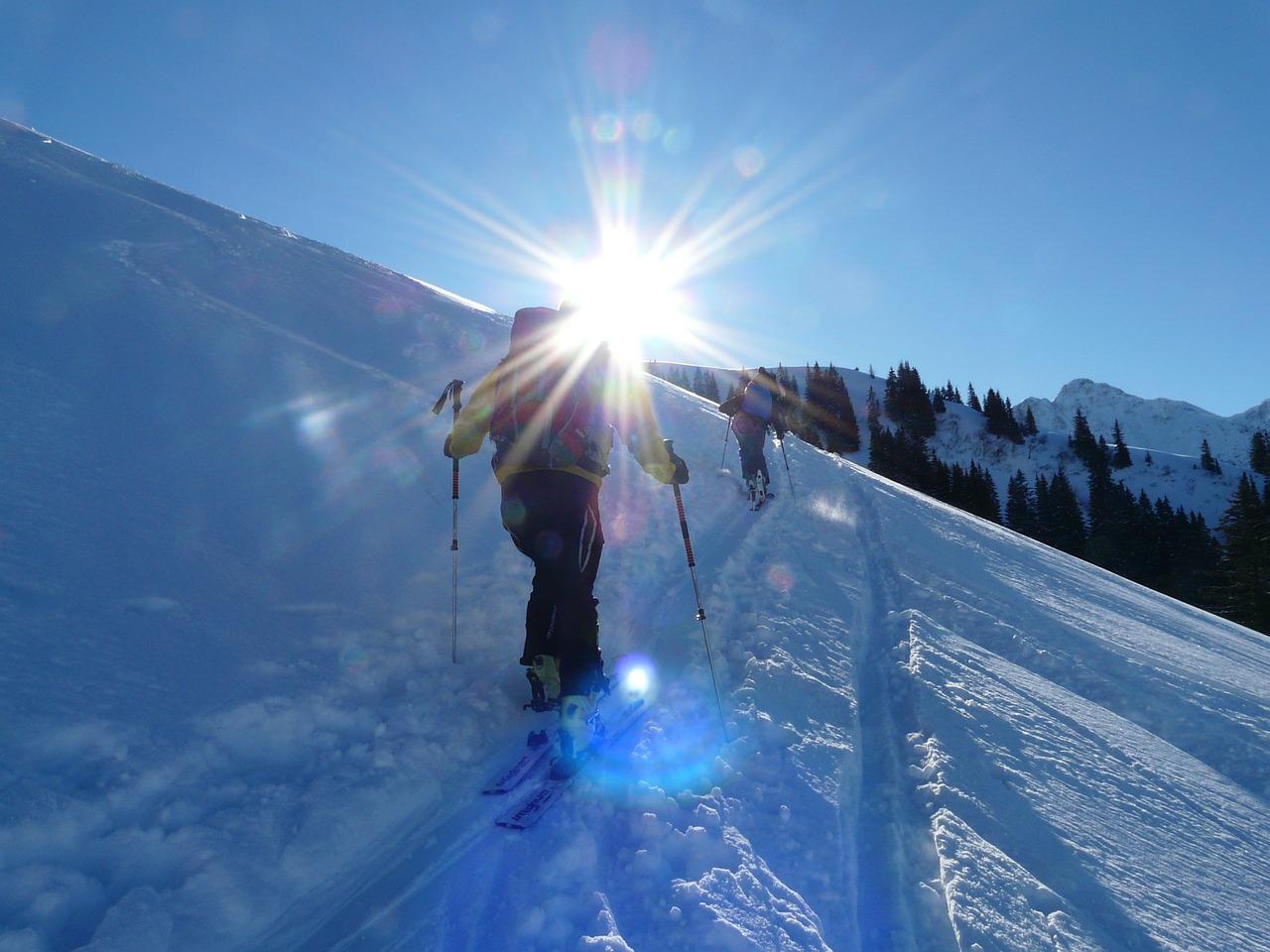 ski-tour-16177_1280