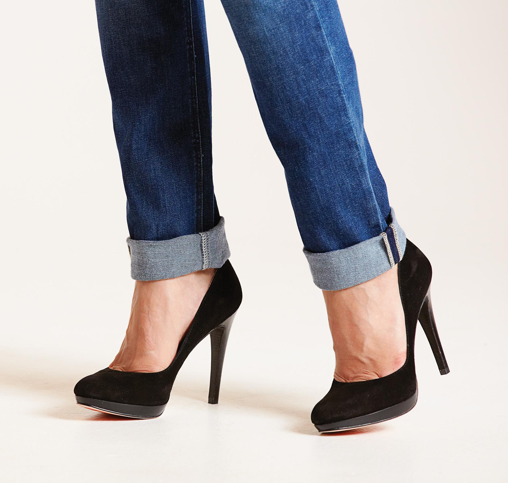 Jeans-Black-high-heels-Jan-13-p44